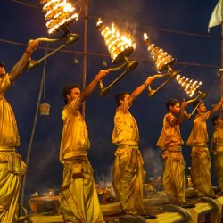 Ganga Aarti Varanasi Colores de la India - Circuitos turísticos en India - Excursiones en español en India