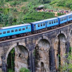 Puente Nueve Arcos con Tren Azul Ella